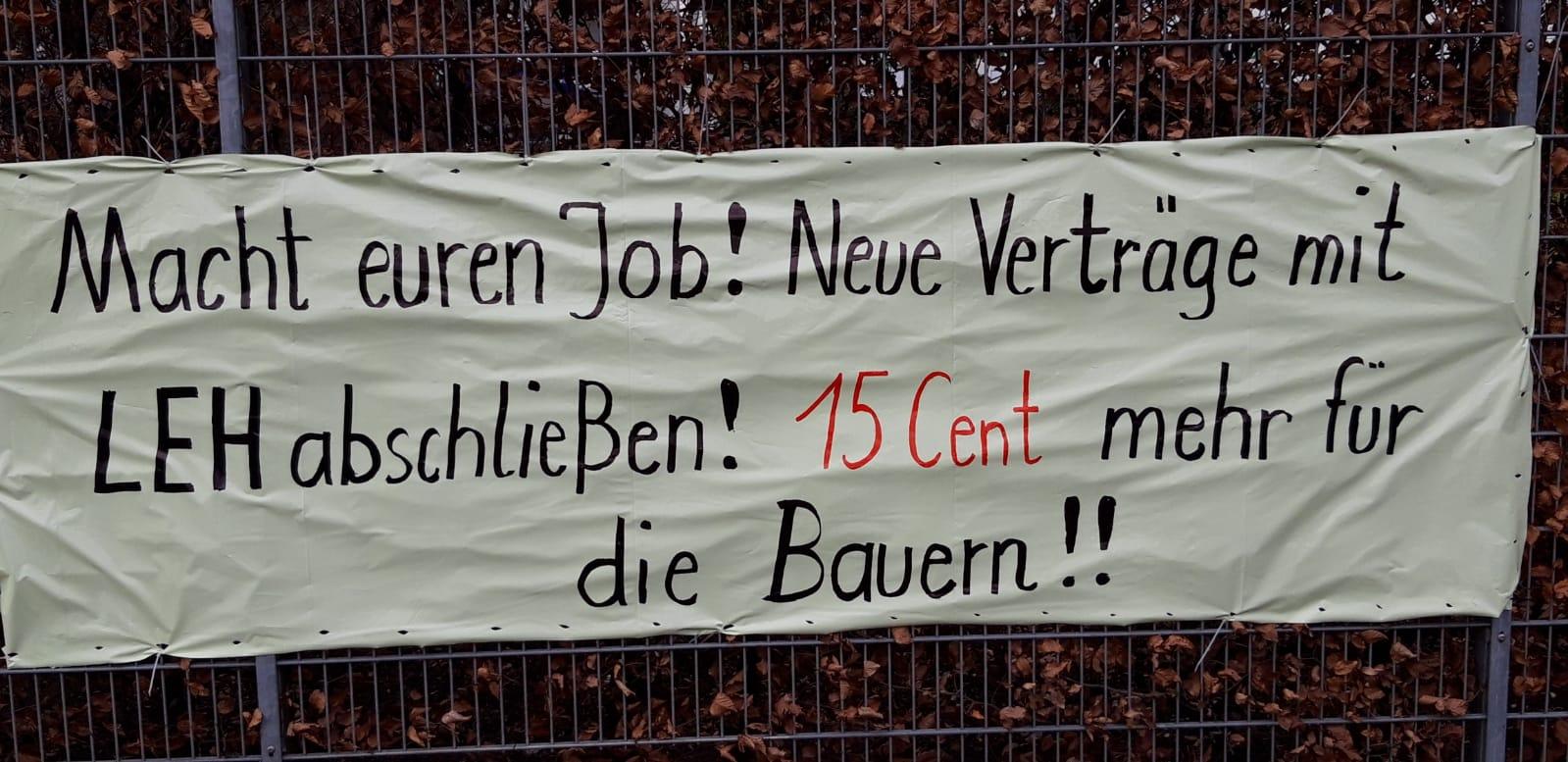 Plakat vor dem Karwendel Werke in Buchloe